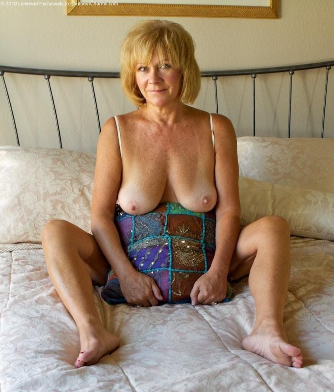Amateur moms posing galleries