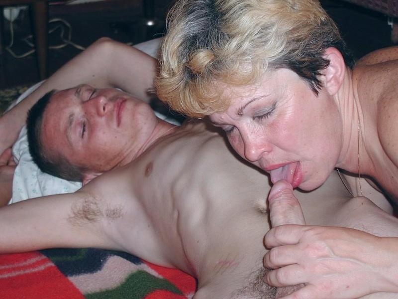 Порно фото минет сыну