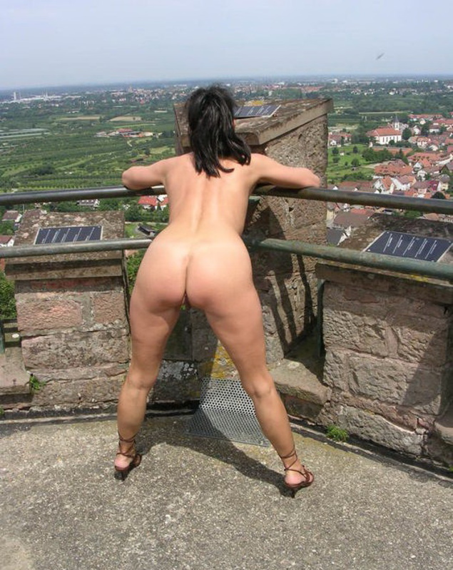 Mature wmen caught peeing