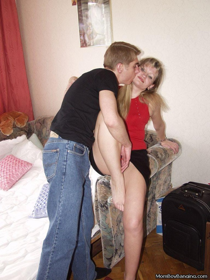 Horny teacher gives her students sex lessons - Pornburst.xxx